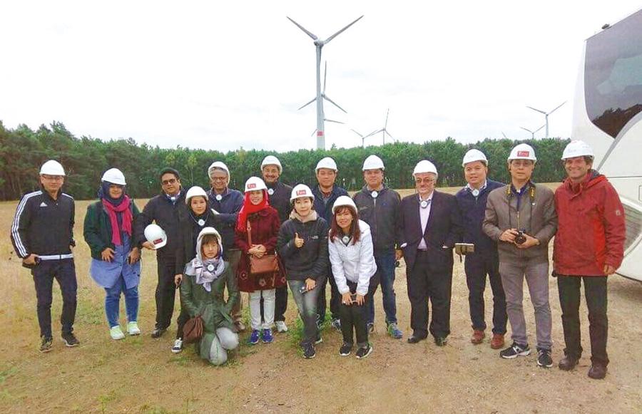 Wind Farm จำนวน 55 กังหันลม ขนาด 123 MW ผลิตไฟฟ้า 250 ล้านกิโลวัตต์-ชั่วโมงต่อปี
