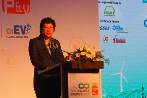 รศ.ดร. สุนีรัตน์ ฟูกุดะ ผู้อำนวยการบัณฑิตวิทยาลัยร่วมด้านพลังงานและสิ่งแวดล้อม มหาวิทยาลัยเทคโนโลยีพระจอมเกล้าธนบุรี