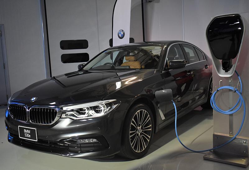 รถยนต์ประเภทปลั๊กอินไฮบริด หรือรถยนต์ที่ใช้พลังงานไฟฟ้า (EV)