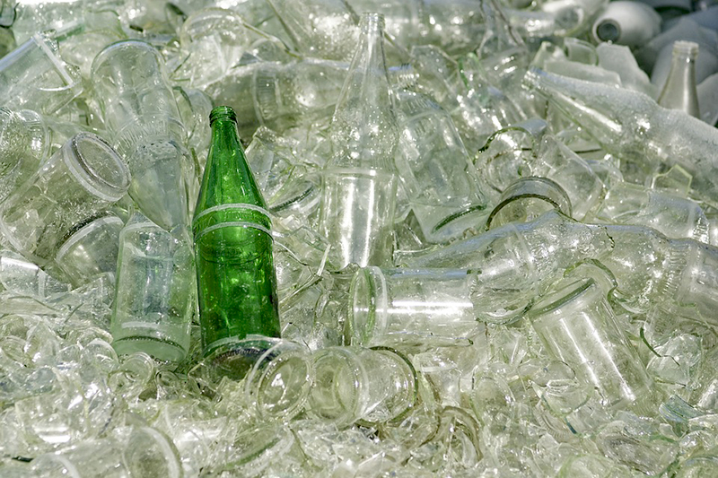 ขวดแก้วที่รอนำเข้าสู่กระบวนการ Recycle
