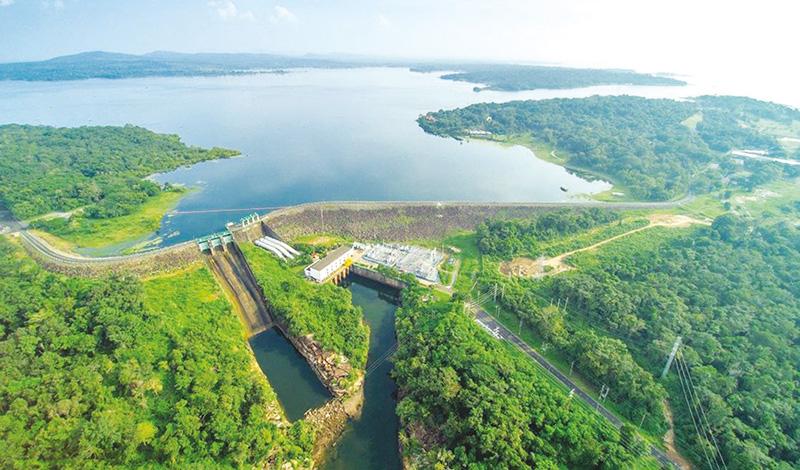 โซลาร์ลอยน้ำเขื่อนสิรินธร โครงการพลังงานแสงอาทิตย์ทุ่นลอยน้ำ แบบไฮบริดที่ใหญ่ที่สุดในโลก