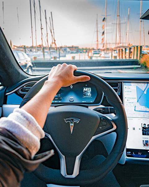 รถยนต์ไฟฟ้า TESLA