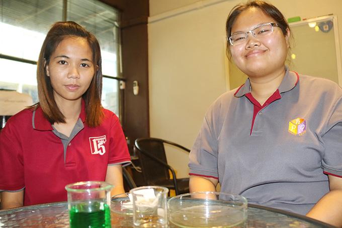2 นักศึกษาสาวชั้นปีที่ 4 จากภาควิชาฟิสิกส์ คณะวิทยาศาสตร์ มหาวิทยาลัยเทคโนโลยีพระจอมเกล้าธนบุรี (มจธ.)