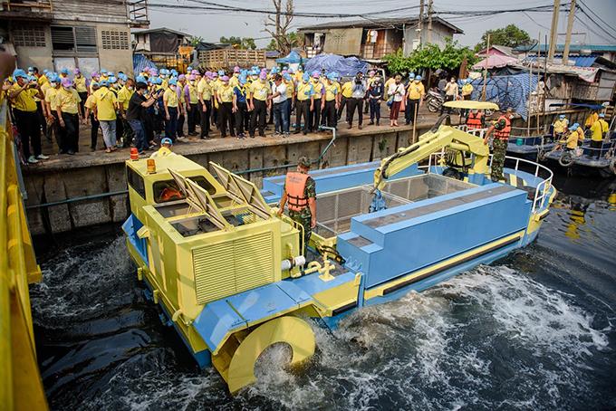 เรือเก็บขยะใต้น้ำพระราชทาน